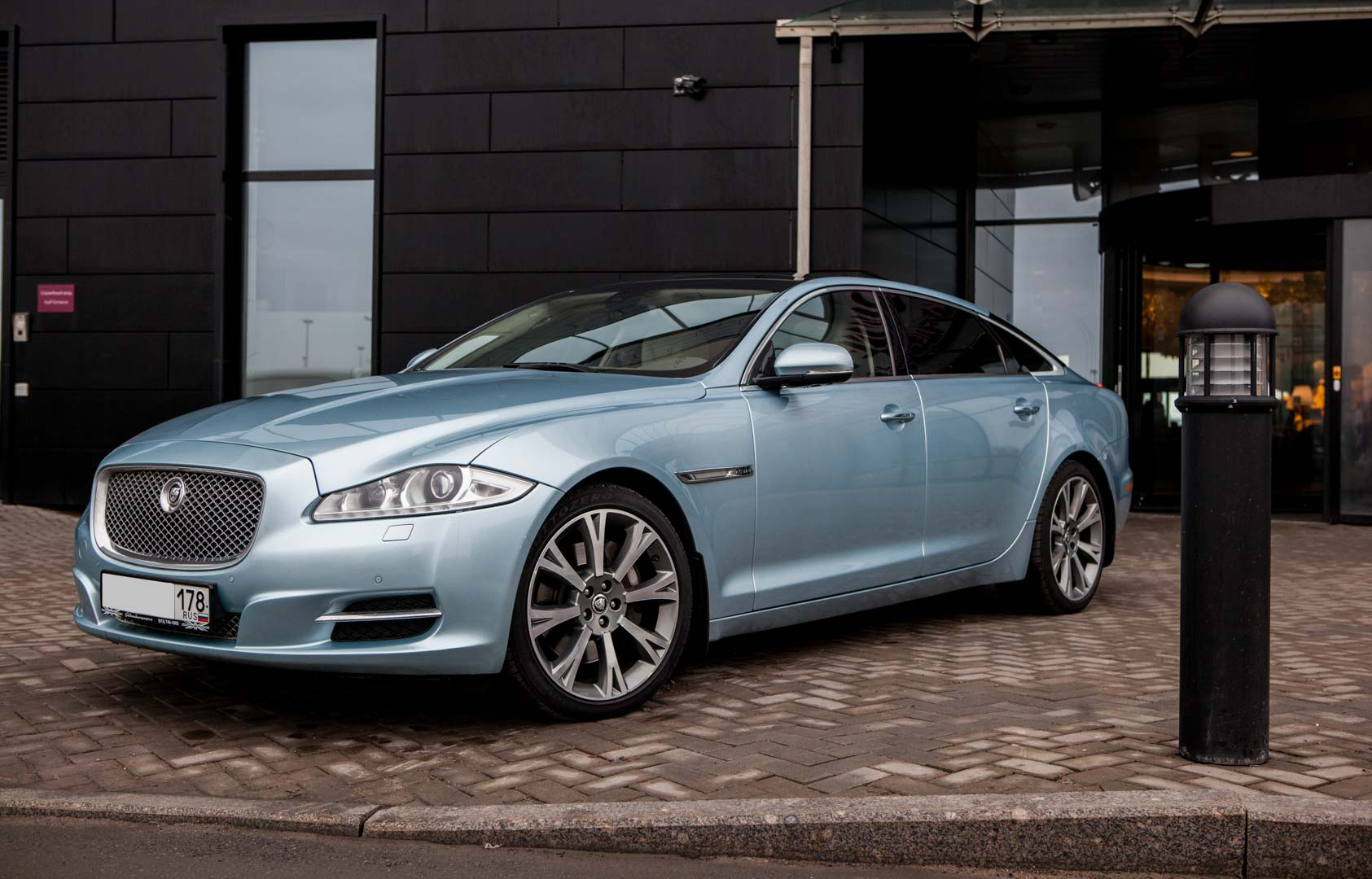 Jaguar XJ Long Sky Blue